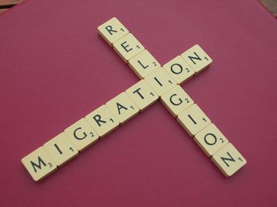 Migration im Fadenkreuz der Religion ©Dietmar Burkhardt_pixelio.de