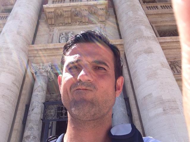 Papales posen